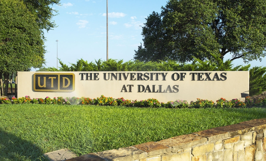 UT Dallas entrance