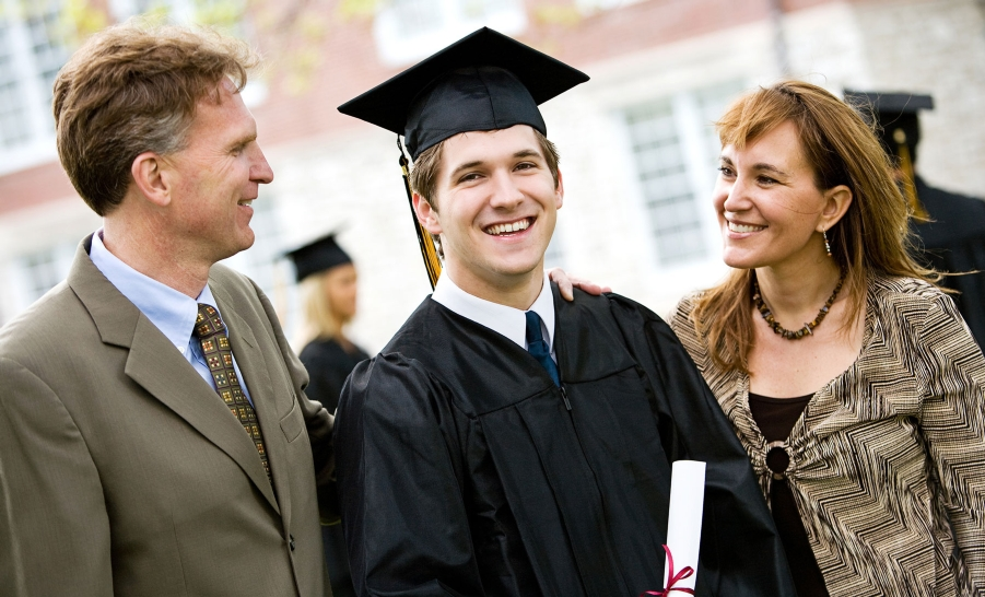 college grad and parents